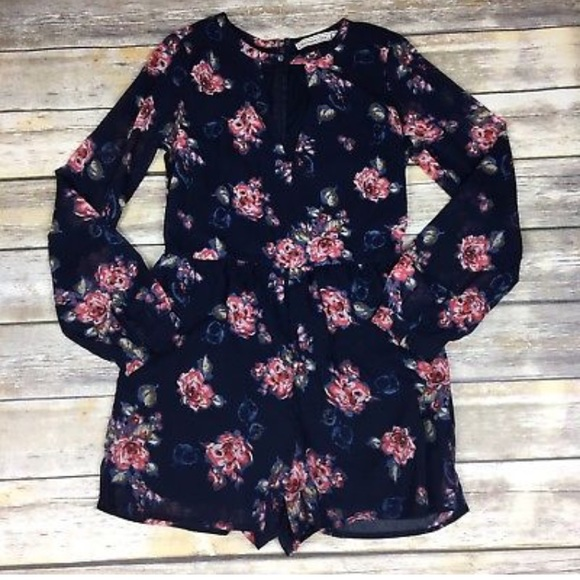 5809b1bf5bb Abercrombie   Fitch Other - Abercrombie   Fitch Sz 2 Navy Floral Romper